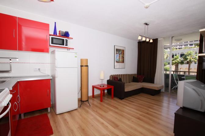 1364474782rlbnoahk_kitchenandlivingroom_resize.jpg