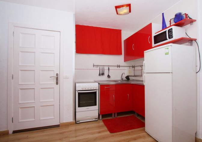 1364474783zrwqfhel_kitchen_resize.jpg