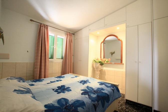 1368442395jrsqmlgu_bedroom.jpg