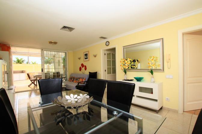 1369072905wmjeydls_livingroom.jpg
