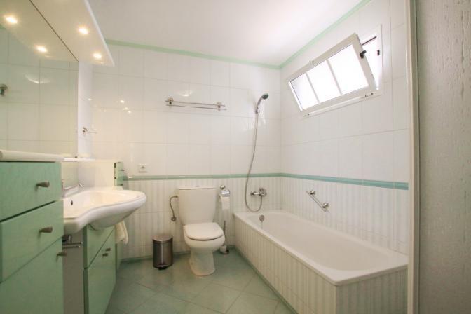 1369072906biaczpnx_masterbathroom.jpg