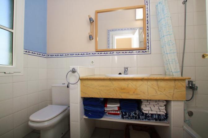 1369478971htlpqadb_bathroom.jpg