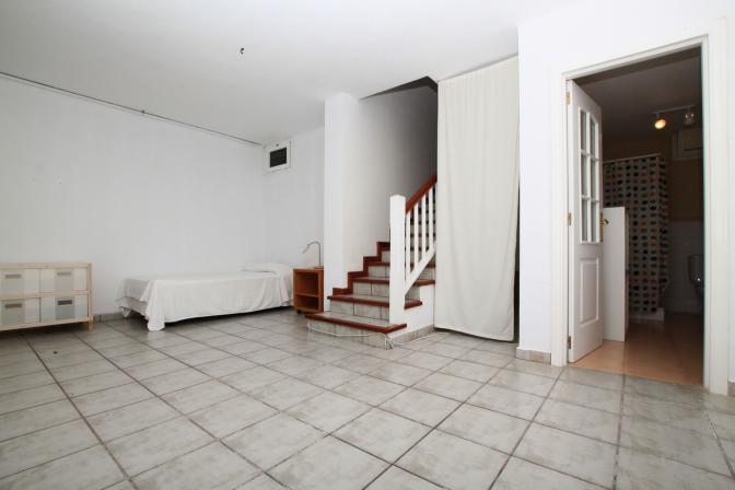 1369478976phfynelv_guestroom.jpg