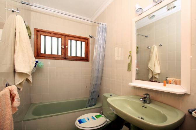 1369480094hljiwgzt_bathroom.jpg