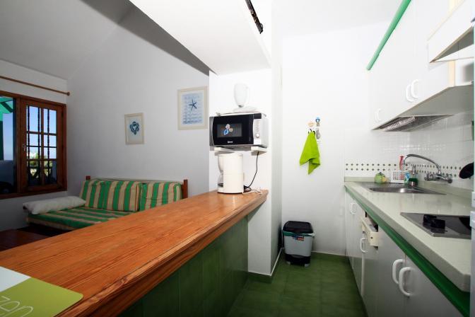 1369480096mkojtcqu_kitchen.jpg