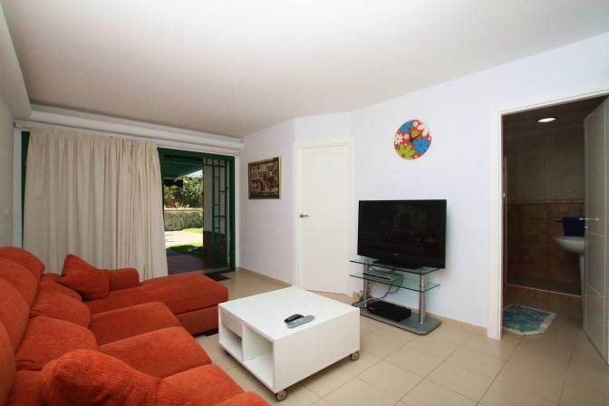 1370457888nkpbzeow_livingroom1.jpg